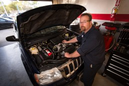 engine auto repair technician